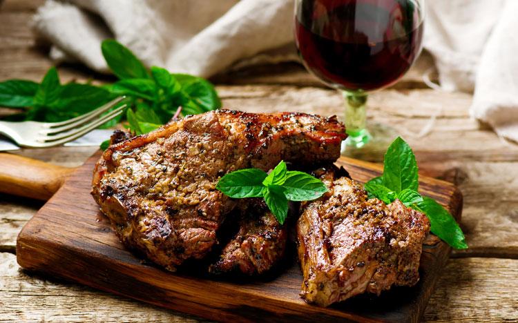 Cordeiro Assado (Grilled Lamb Chops)